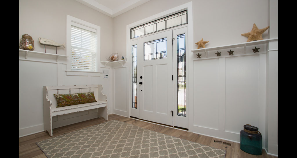 5 Foyer - Front Door - 306 Laurel.jpg