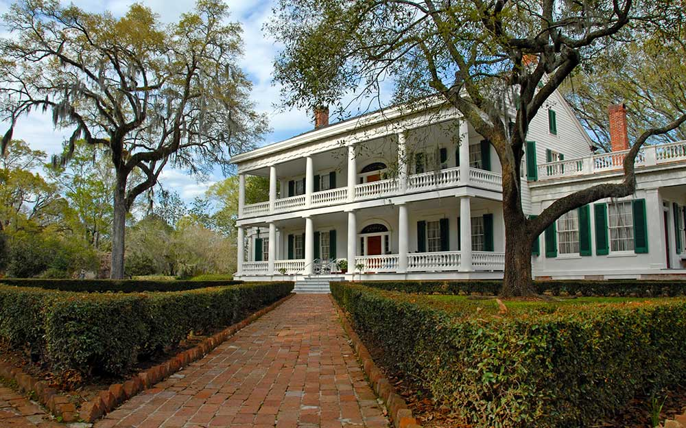 Timeless-Southern-Charm-in-a-New-Home.jpg