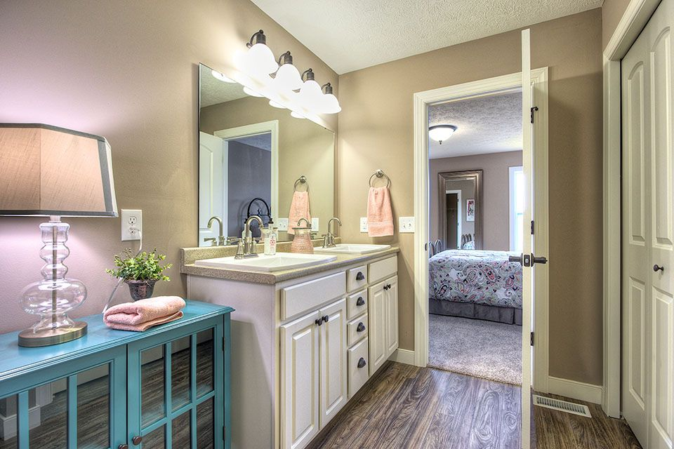Bathroom Photot Allen Edwin Homes (2).jpg