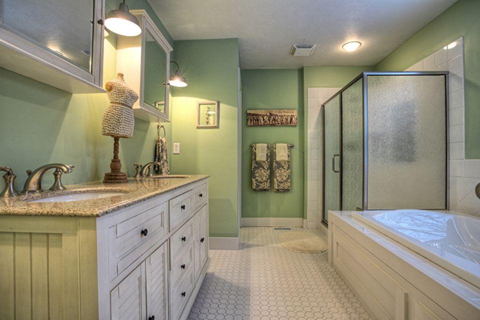 Bathroom Photot Allen Edwin Homes (5).jpg
