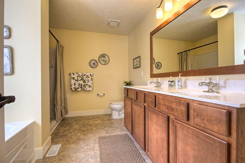 Bathroom Photot Allen Edwin Homes (6).jpg