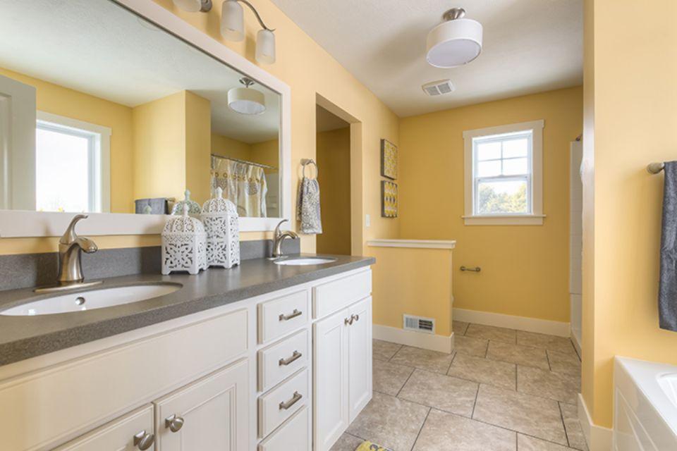 Bathroom Photot Allen Edwin Homes (15).jpg